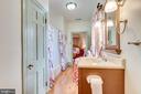 Upper Level bath, hrdwd floors - 300 W GERMAN ST, SHEPHERDSTOWN