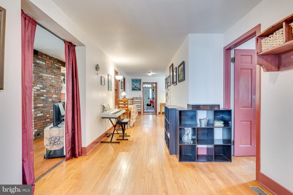 Hallway main level , door way to Kitchen - 300 W GERMAN ST, SHEPHERDSTOWN