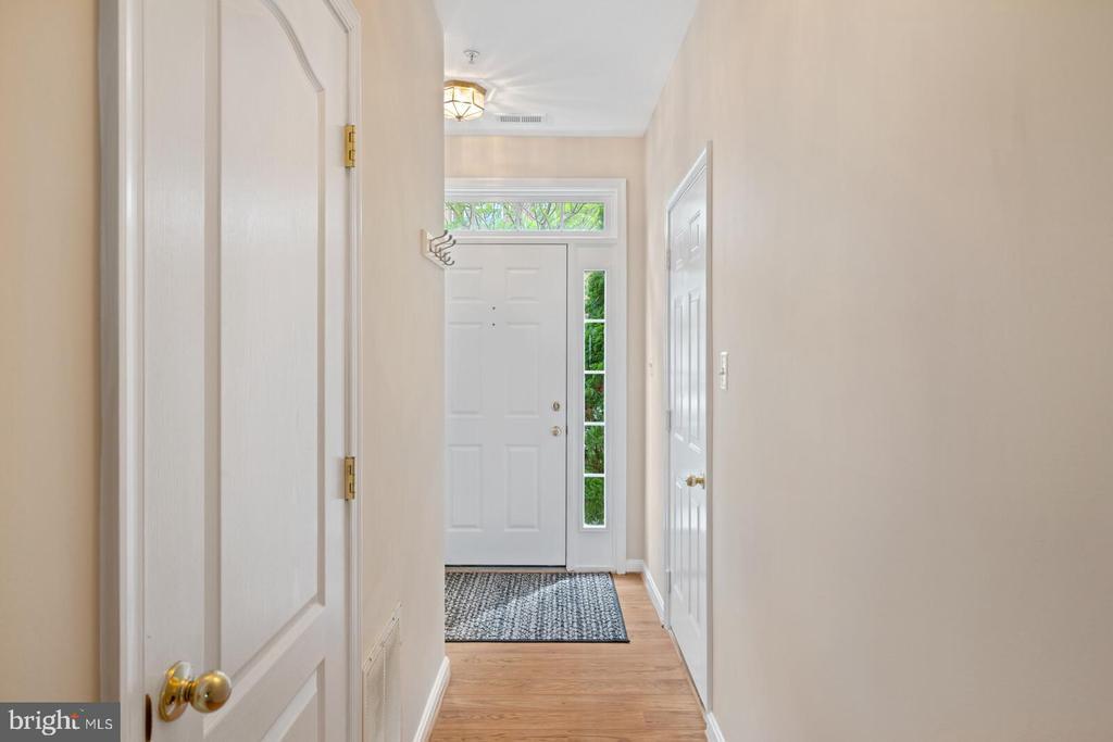 Hardwood entry flooring - 13011 PARK CRESCENT CIR, HERNDON