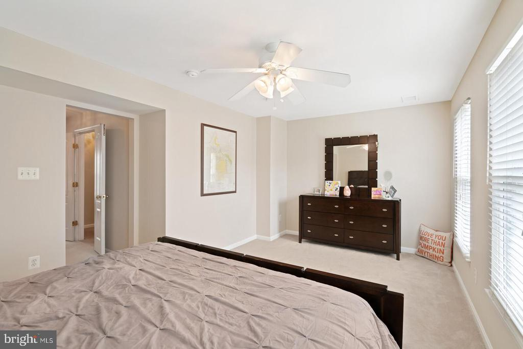 Amazing master suite - 13011 PARK CRESCENT CIR, HERNDON