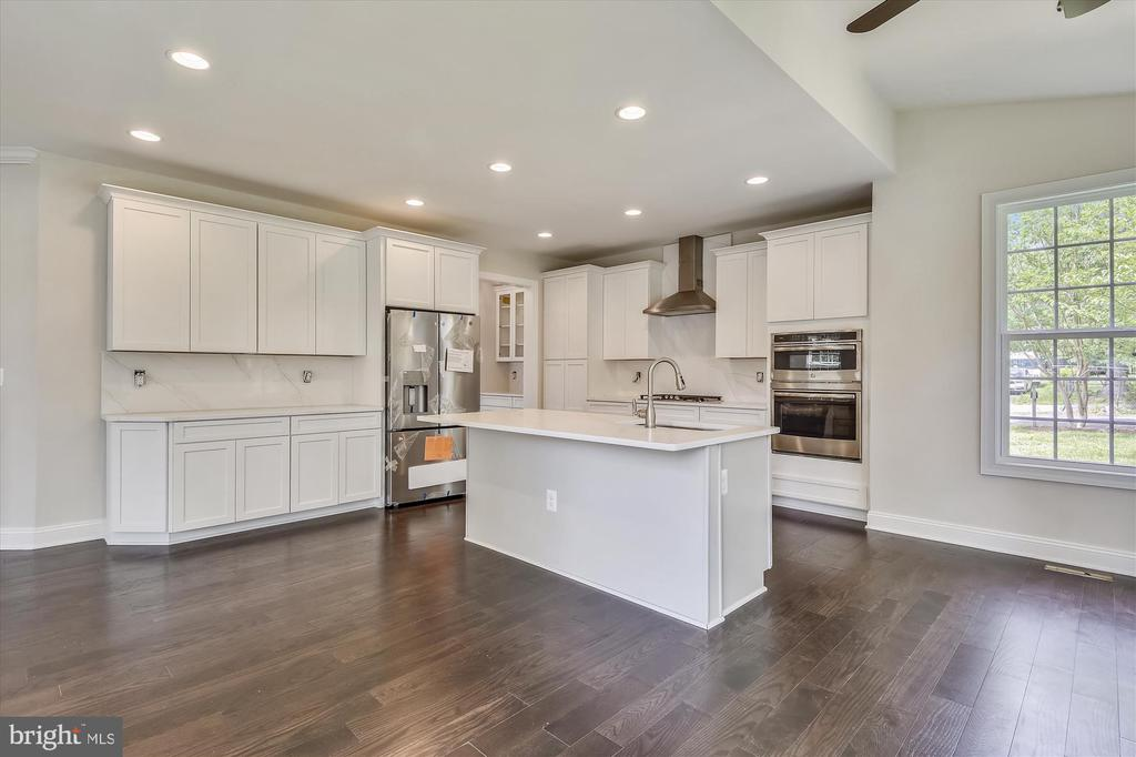 Stunning, open white kitchen w/recessed lighting - 2905 RANDOM RD, FALLS CHURCH