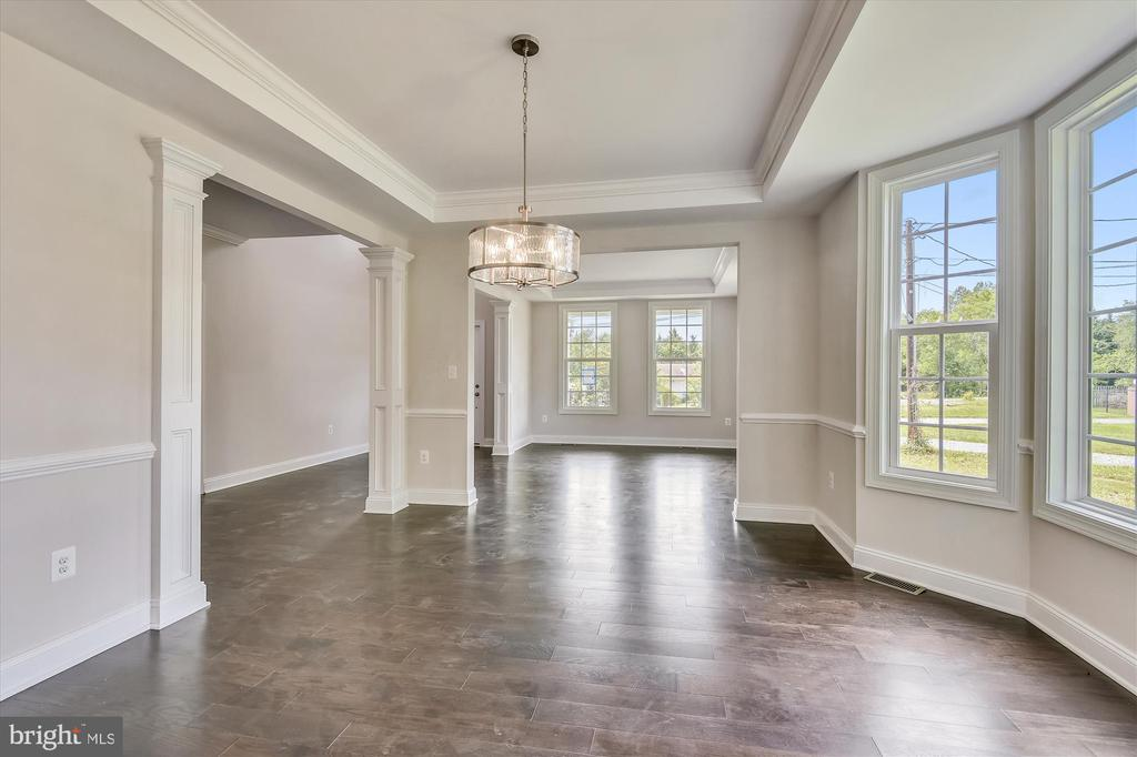 Formal dining room with bay window, tray ceiling - 2905 RANDOM RD, FALLS CHURCH