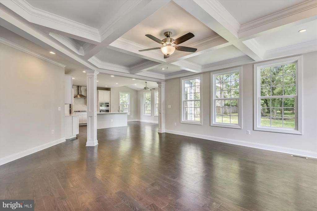 Open floor plan ideal for everyday living - 2905 RANDOM RD, FALLS CHURCH