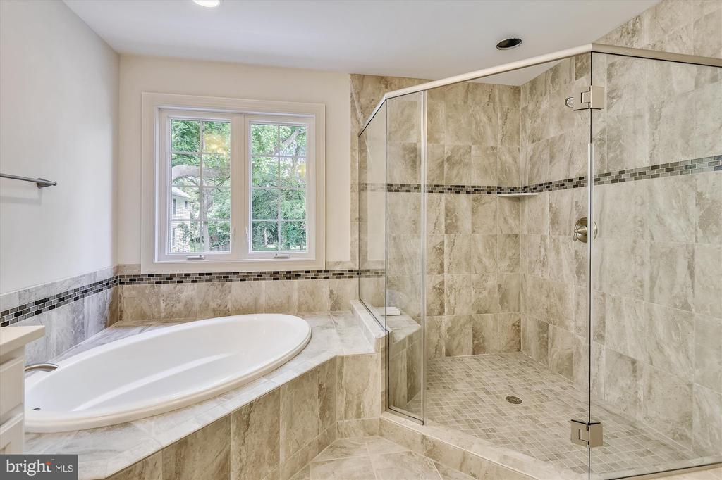 Oversize shower, too - 2905 RANDOM RD, FALLS CHURCH