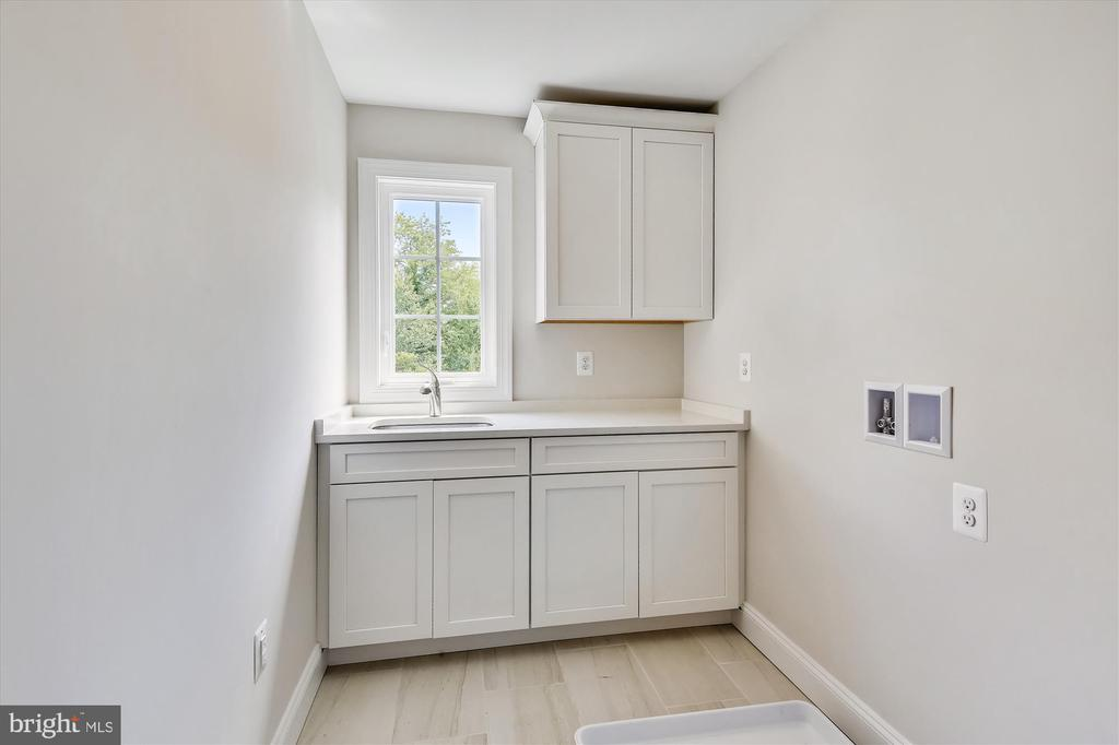 Separate laundry room on upper level - love it! - 2905 RANDOM RD, FALLS CHURCH