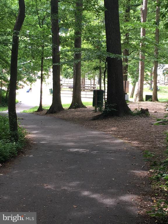 Walking Trails near the lake - 7701 HEMING PL, SPRINGFIELD