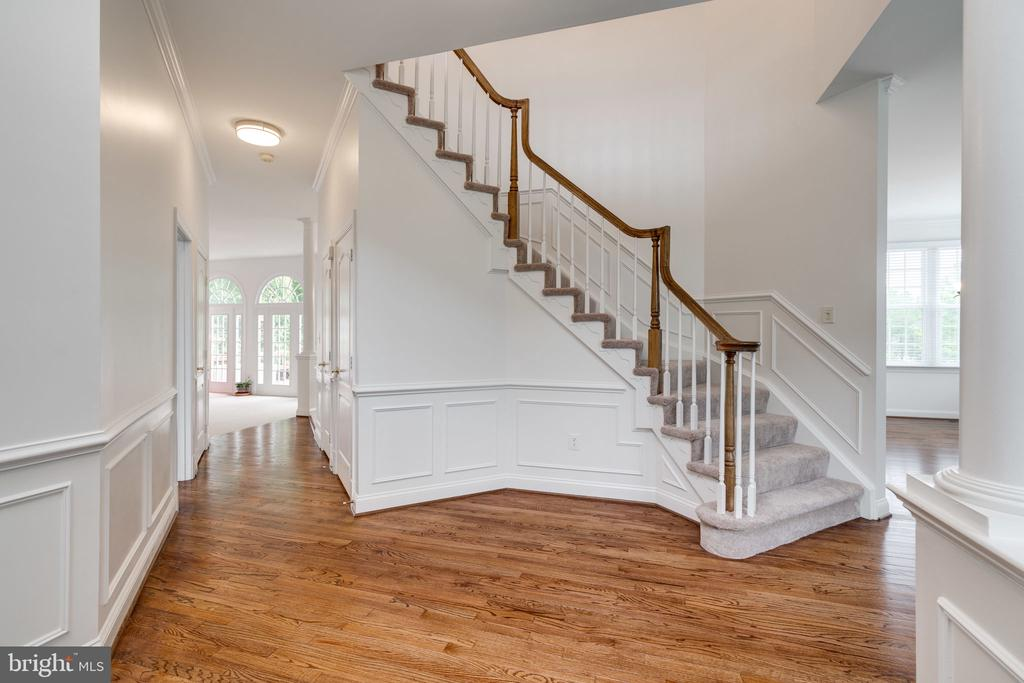 Foyer with Curved Stairway - 9413 ENGLEFIELD CT, FAIRFAX STATION