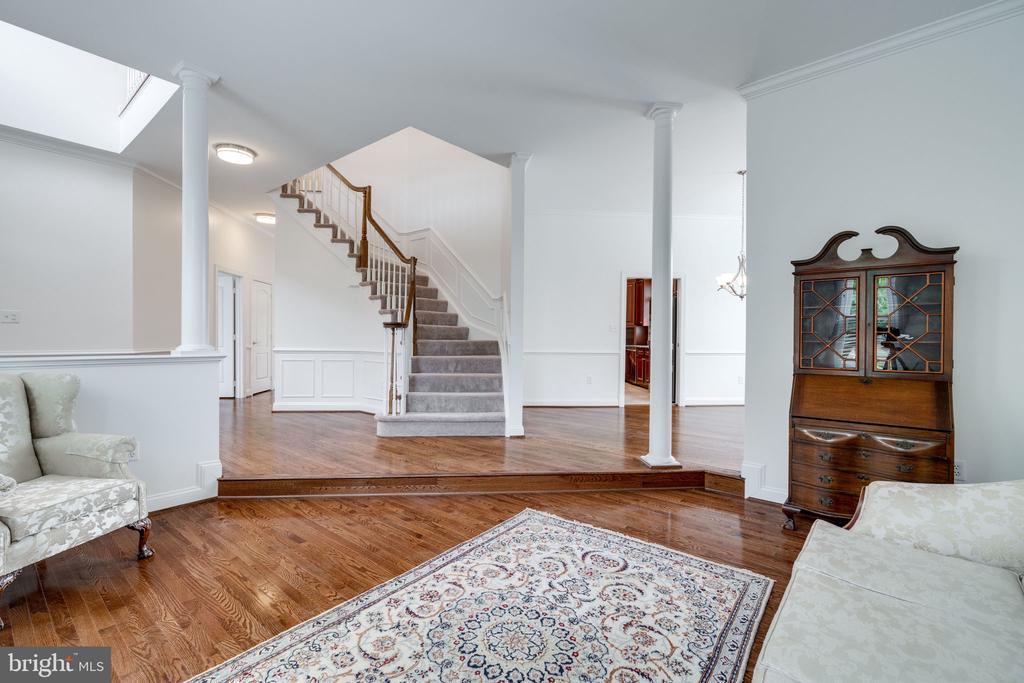 Living Room with beautiful Hardwood Floors - 9413 ENGLEFIELD CT, FAIRFAX STATION