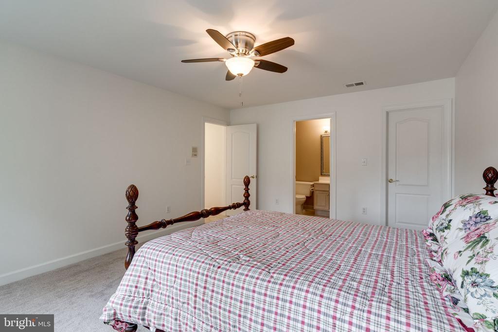 Bedroom 3 view 3 - 9413 ENGLEFIELD CT, FAIRFAX STATION