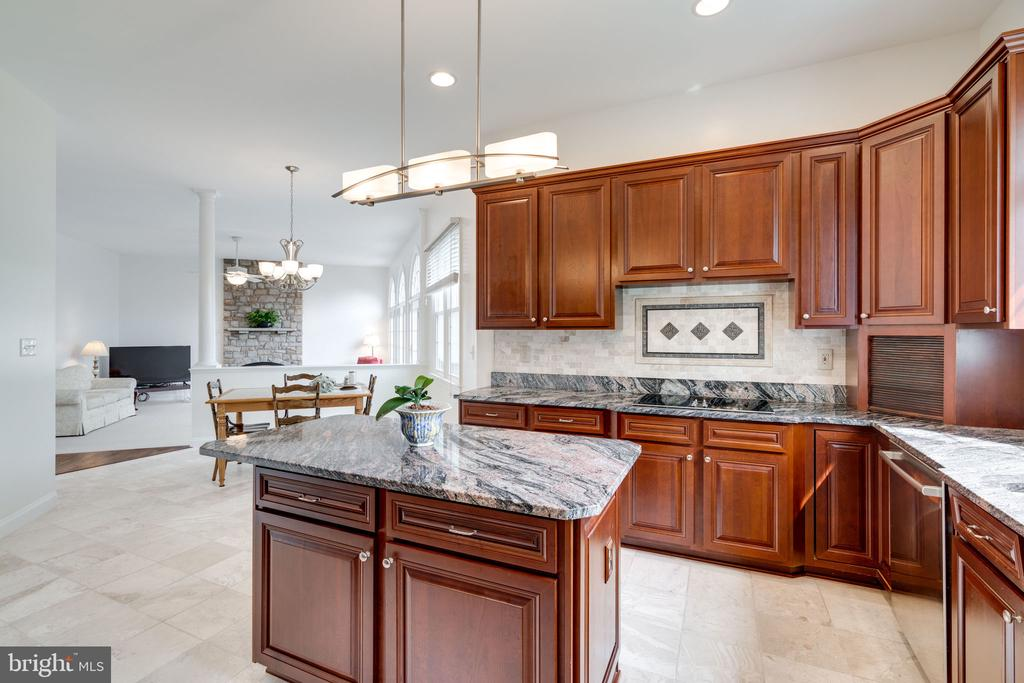 Kitchen opens up to the Family Room - 9413 ENGLEFIELD CT, FAIRFAX STATION