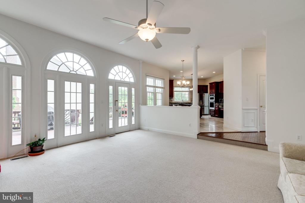 Palladian windows let in loads of Natural Lighting - 9413 ENGLEFIELD CT, FAIRFAX STATION