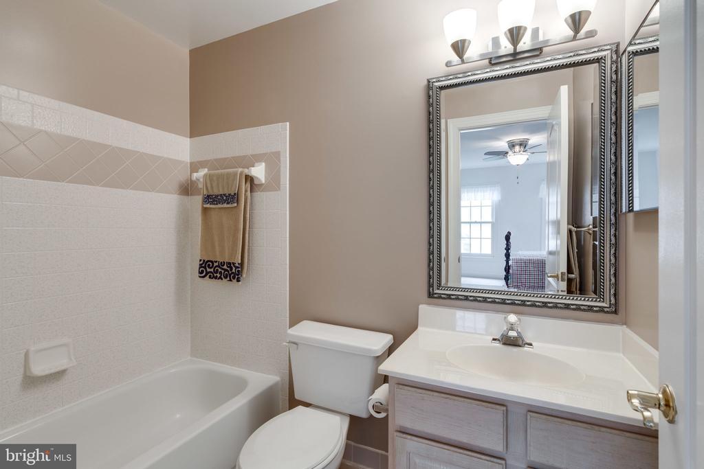 Bathroom 3 - 9413 ENGLEFIELD CT, FAIRFAX STATION