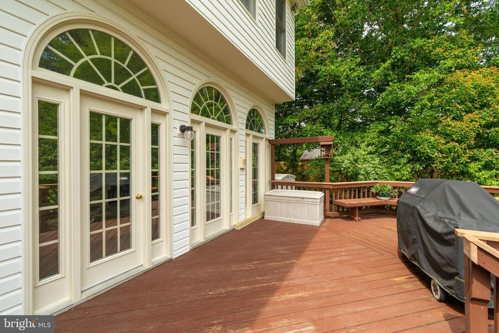 Deck outside Family Room - 9413 ENGLEFIELD CT, FAIRFAX STATION