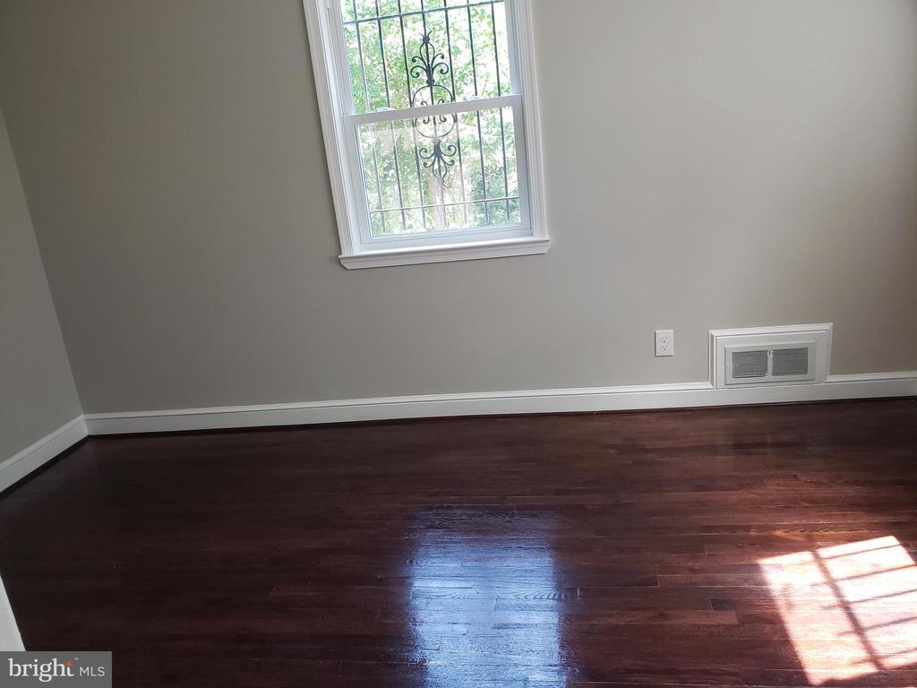 Main level bedroom - 1601 WOODHILL CT, LANDOVER