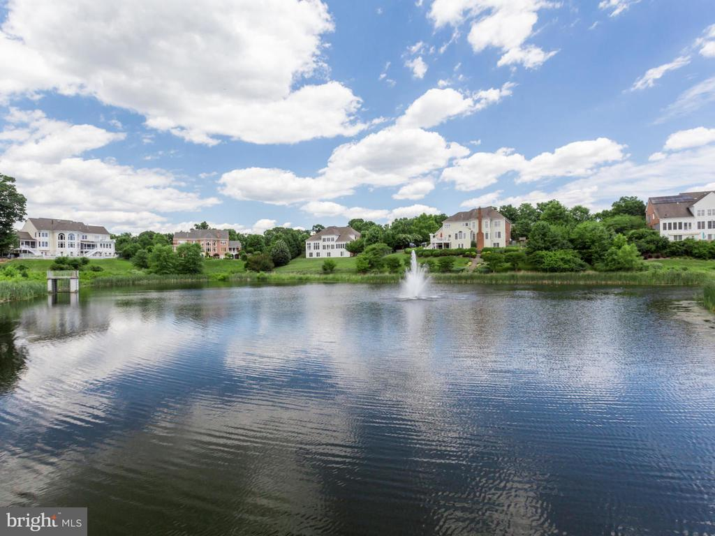 Community lake. - 2796 MARSHALL LAKE DR, OAKTON