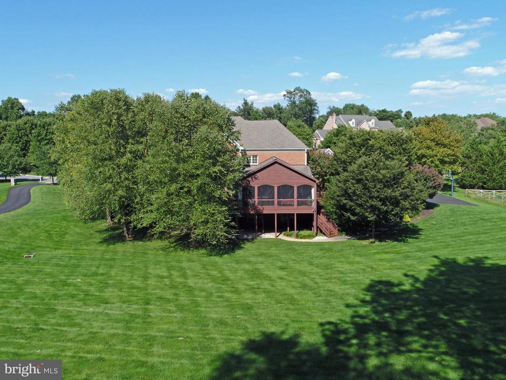 Gaze out from the screened porch onto a green lawn - 2796 MARSHALL LAKE DR, OAKTON