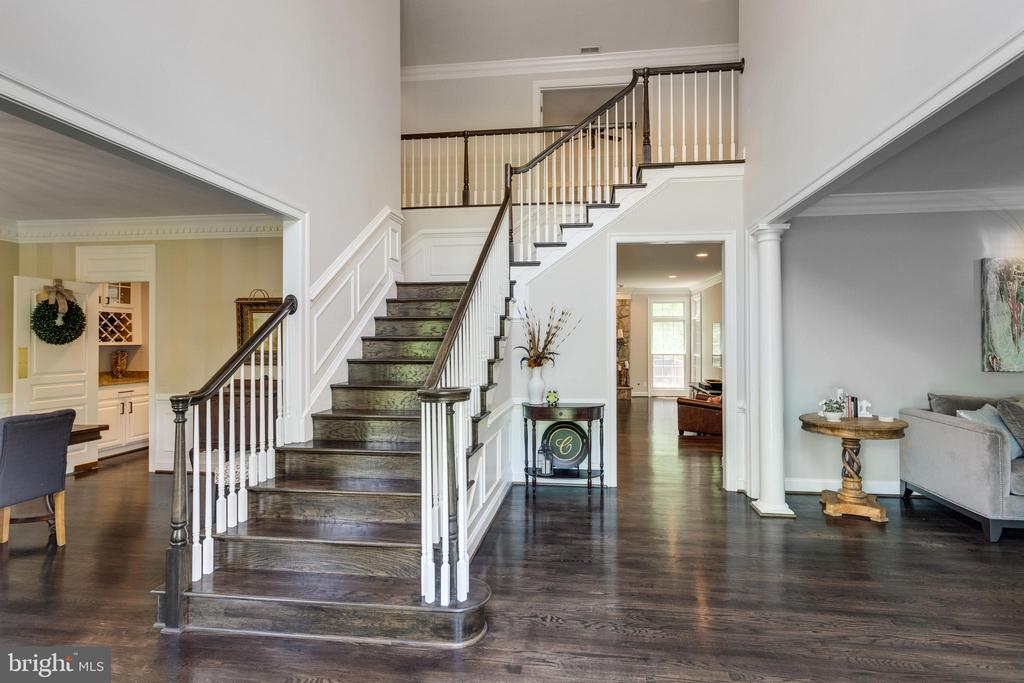 Entry foyer w/hardwood stairs. - 2796 MARSHALL LAKE DR, OAKTON