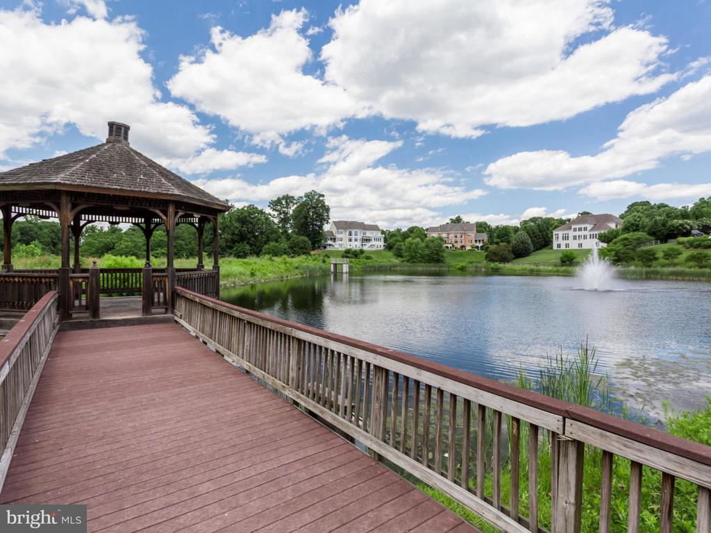 Gazebo at community lake. - 2796 MARSHALL LAKE DR, OAKTON