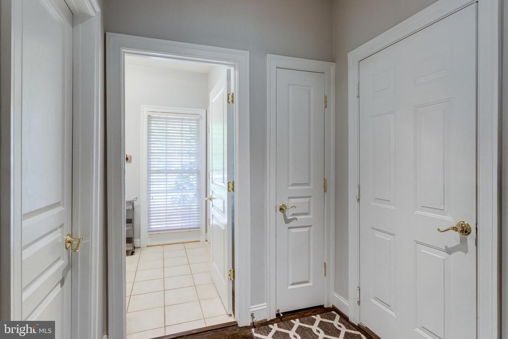 Mud room off garage entrance. - 2796 MARSHALL LAKE DR, OAKTON