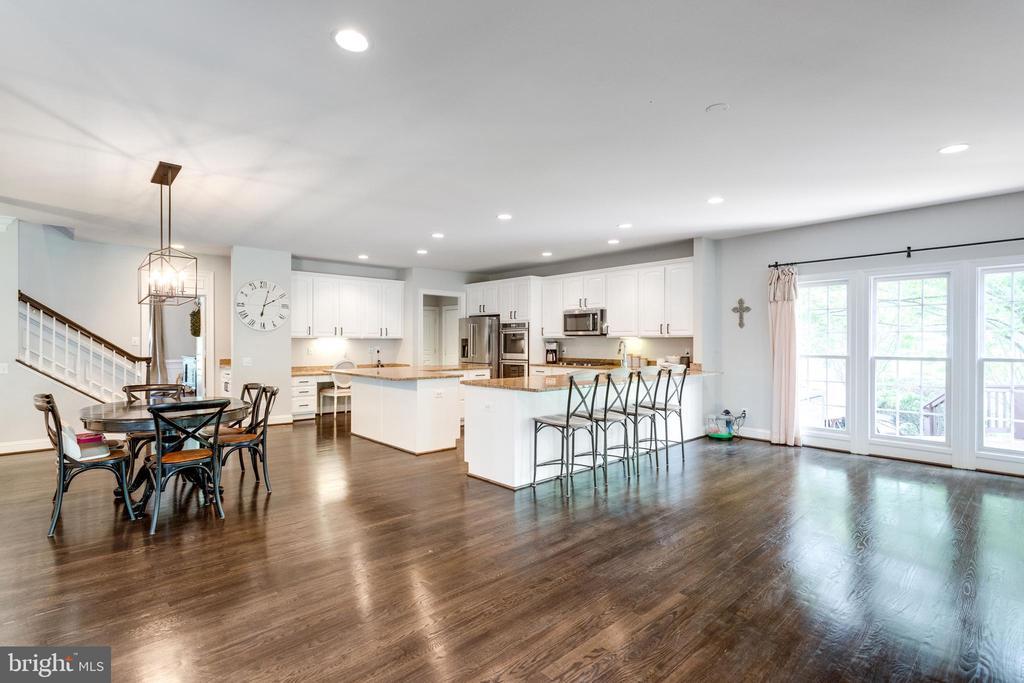 Kitchen breakfast room and sun room. - 2796 MARSHALL LAKE DR, OAKTON