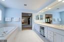 Spa-like owner's bath. - 2796 MARSHALL LAKE DR, OAKTON