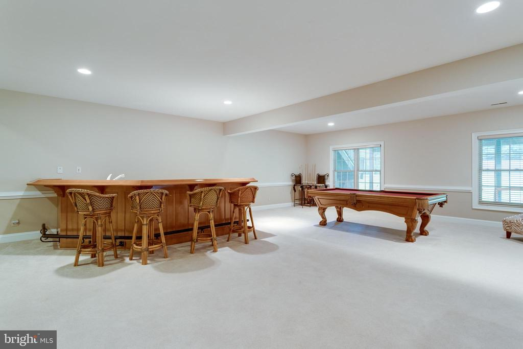 Lower level rec room with large wet bar. - 2796 MARSHALL LAKE DR, OAKTON