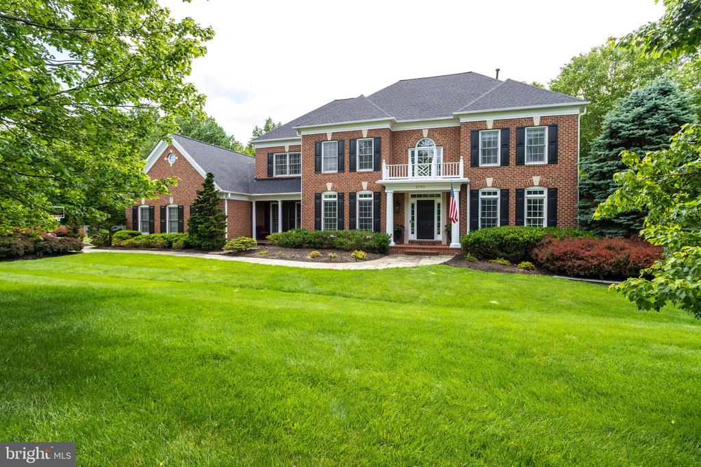 Beauty meets function in this amazing floor plan. - 2796 MARSHALL LAKE DR, OAKTON