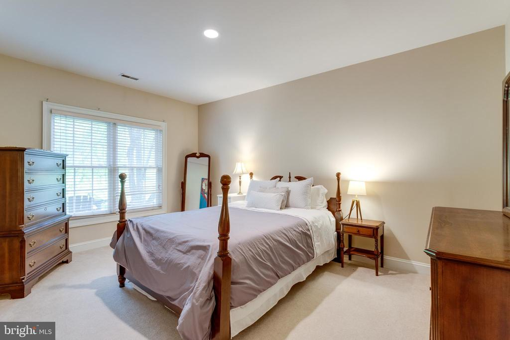 Lower level bedroom. Bedroom #5. - 2796 MARSHALL LAKE DR, OAKTON