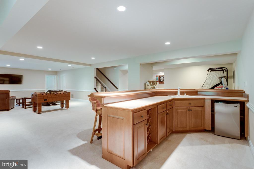 Wet-bar in lower level. - 2796 MARSHALL LAKE DR, OAKTON