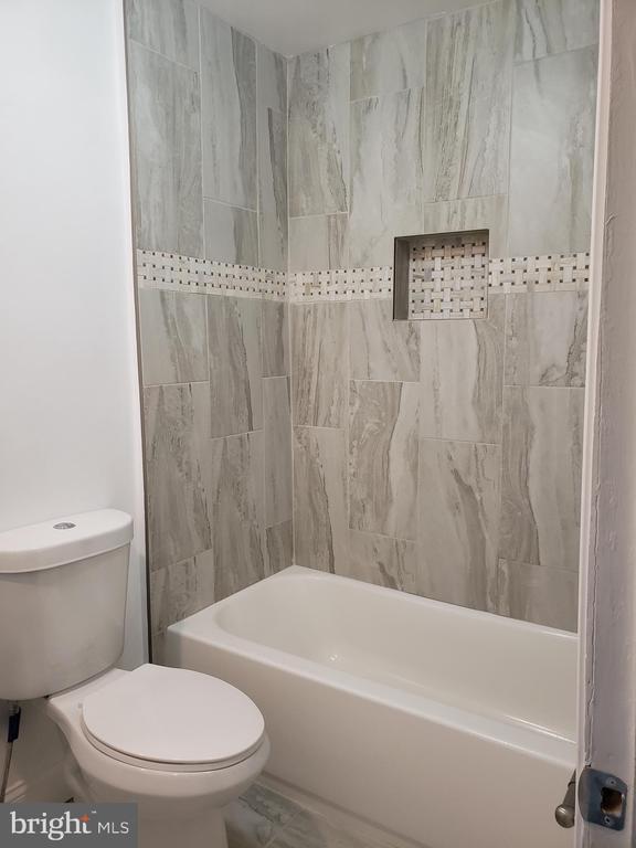 Upstairs full  bathroom - 1601 WOODHILL CT, LANDOVER
