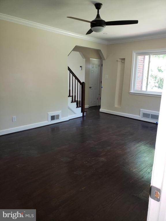 Living room - 1601 WOODHILL CT, LANDOVER
