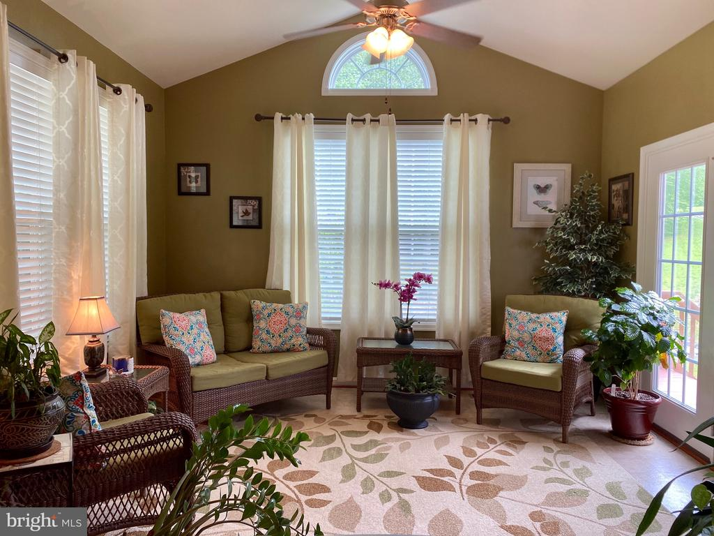 Picturesque sun/morning room to relax  in - 3545 GROUSE POINTE DR, STAFFORD
