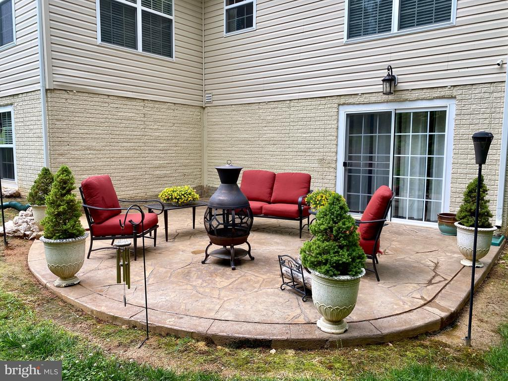 Have a small fire with family and friends - 3545 GROUSE POINTE DR, STAFFORD