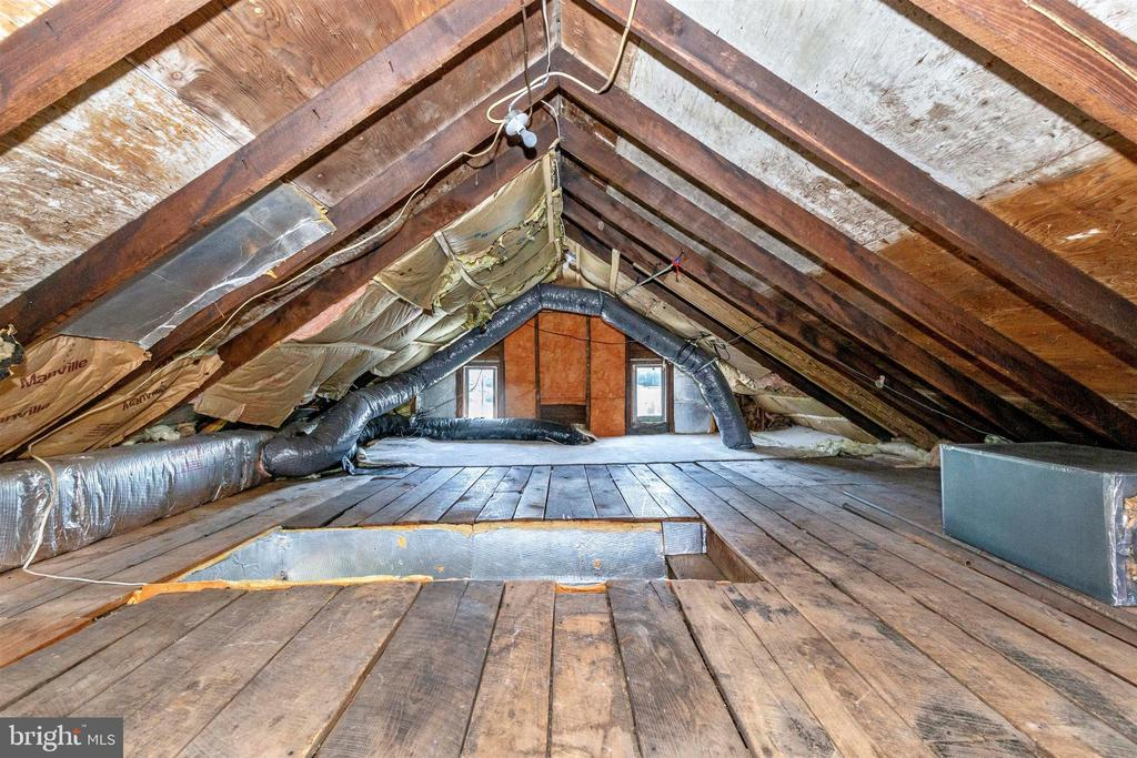 Clean Walk up Attic for Storage - 7807 ROCKY RIDGE RD, THURMONT