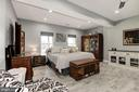 Master bedroom in lower level - 20634 ST LOUIS RD, PURCELLVILLE