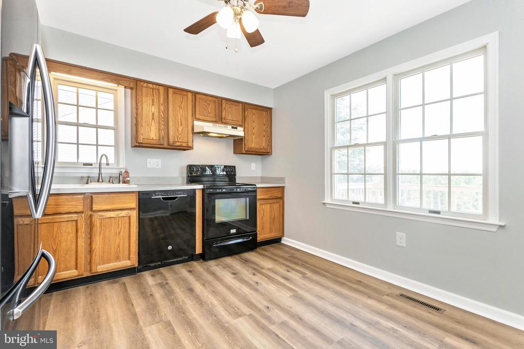 Spacious Kitchen with Windows - 105 REDHAVEN CT, THURMONT