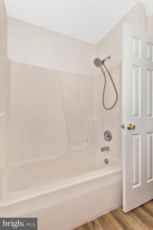 Tub/Shower - 105 REDHAVEN CT, THURMONT