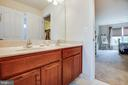 Shared bathroom - 1025 SCARLET LN, CULPEPER