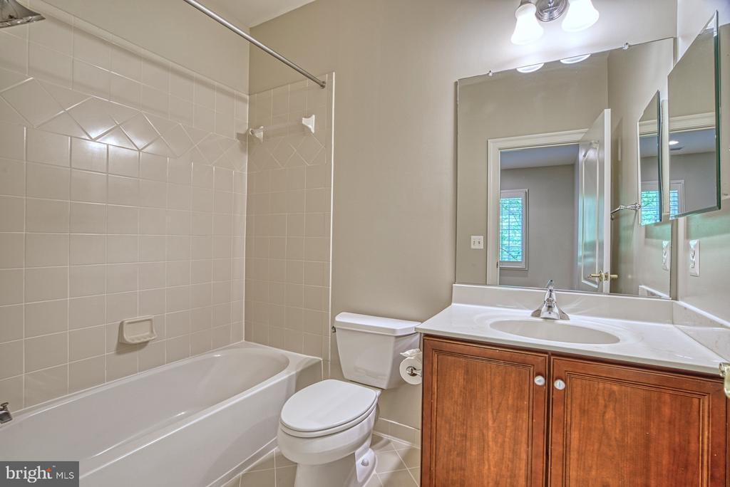 Full Bath - 41011 ALYSHEBA DR, LEESBURG