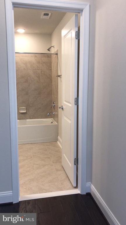 first floor bathroom - 17103 BRANCHED OAK RD, DUMFRIES