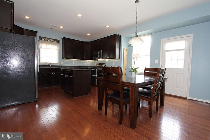 Updated kitchen with granite counters - 17352 TEDLER CIR, ROUND HILL