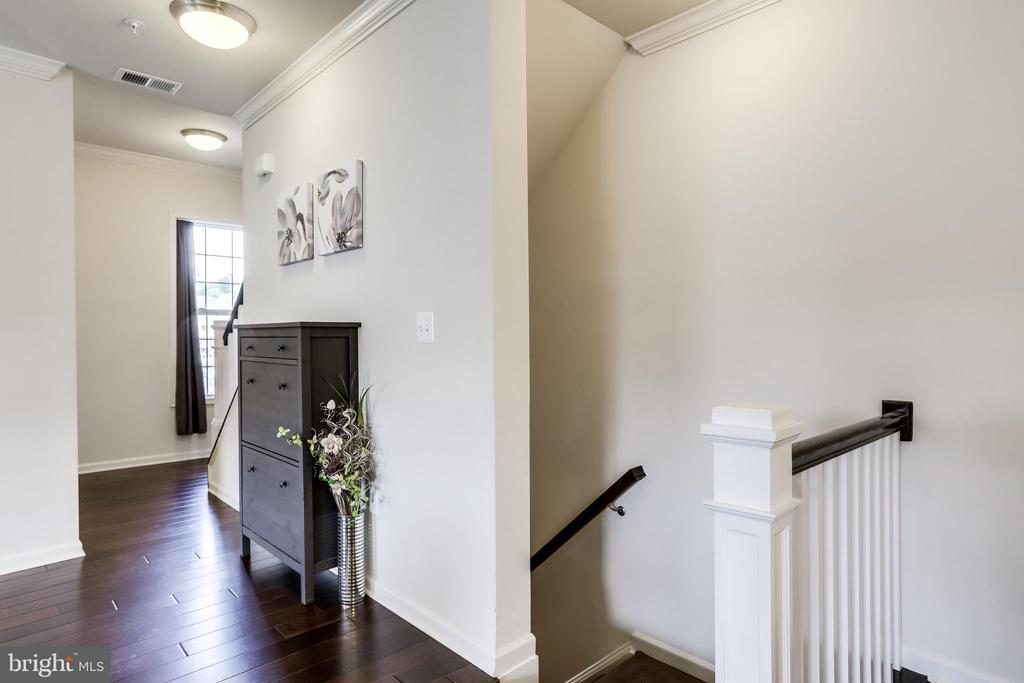 Main Level with Gleaming Hardwood Floors - 23297 SOUTHDOWN MANOR TER #116, ASHBURN
