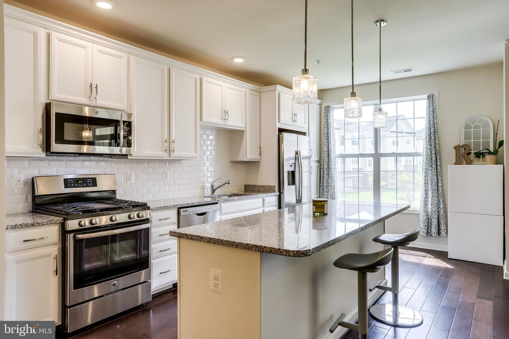Sun-Filled Kitchen with Gleaming Hardwood Floors - 23297 SOUTHDOWN MANOR TER #116, ASHBURN