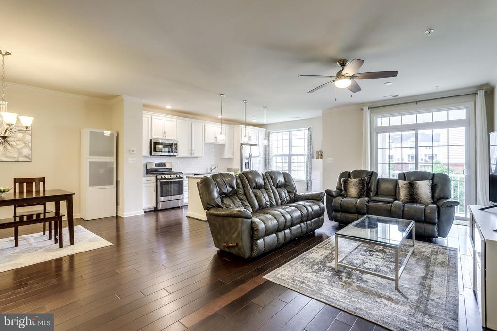 Great Room with Gleaming Hardwood Floors - 23297 SOUTHDOWN MANOR TER #116, ASHBURN