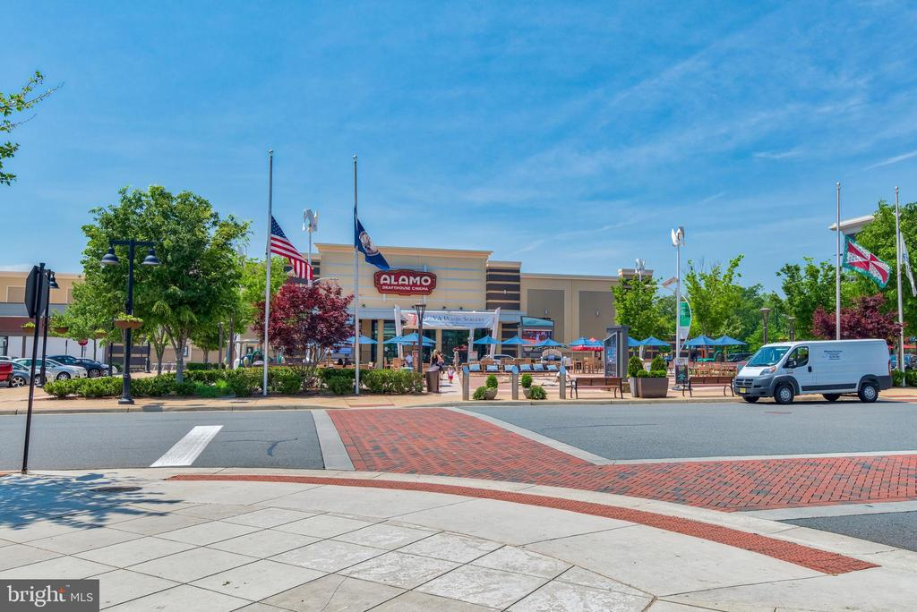 Nearby One Loudoun Shopping & Restaurants - 23297 SOUTHDOWN MANOR TER #116, ASHBURN