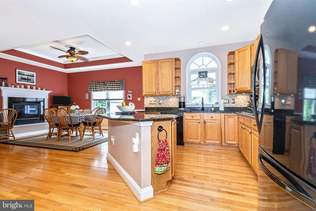 Gorgeous granite counters - plenty of room. - 2689 MONOCACY FORD RD, FREDERICK