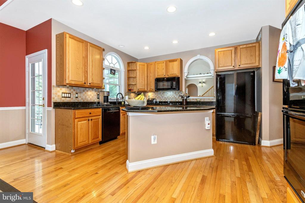 Spacious kitchen with center island. - 2689 MONOCACY FORD RD, FREDERICK