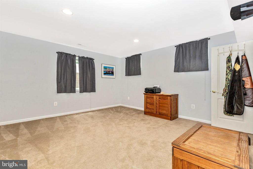 Full lower level bedroom or office. - 2689 MONOCACY FORD RD, FREDERICK