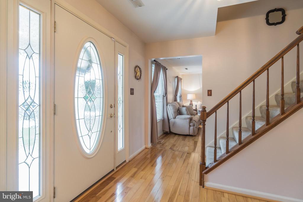 Foyer entrance - 22 BALLANTRAE CT, STAFFORD