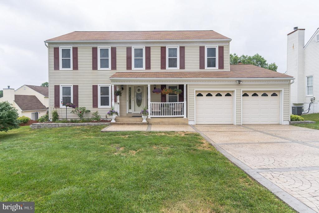 Covered porch on front of home - 22 BALLANTRAE CT, STAFFORD